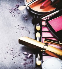 7 PIECES OF MAKE-UP THAT EVERY WOMAN MUST OWN