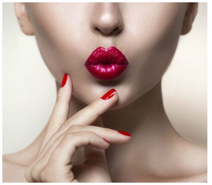 Want A Perfect Pout? Follow These 5 Simple Lipstick Tricks!
