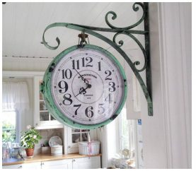 How To Interestingly Use Wall Clocks To Glam Up Your Home