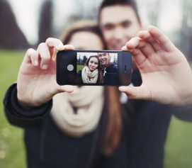 5 Signs That Social Media Is Affecting Your Relationship