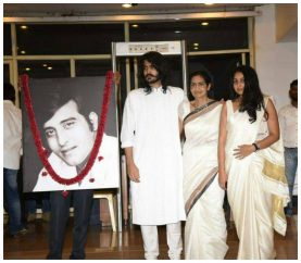 Bollywood Comes Together For Vinod Khanna's Prayer Meet