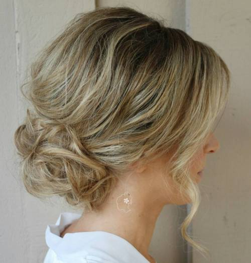 4-low-loose-curly-bun