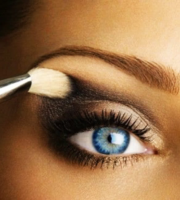 perfect-blue-eyes-with-make-up
