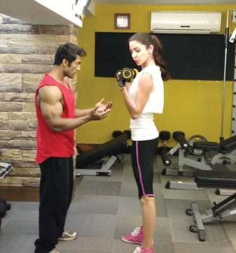 Anushka-Sharma-workout