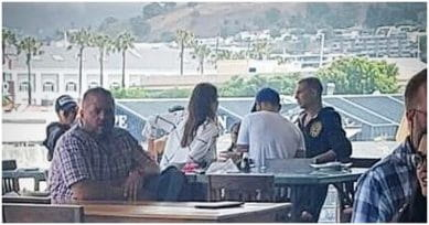 Virat Kohli & Anushka Sharma Spotted With Akshay Kumar In Cape Town