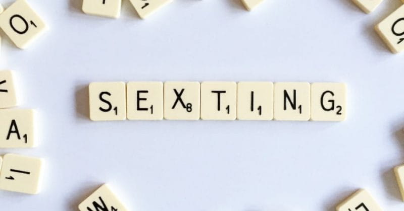 5 Tips To Ace Your Sexting Game