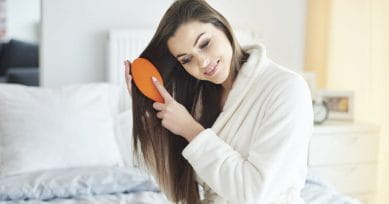 5 Surprising Benefits of Brushing Your Hair EVERYDAY!